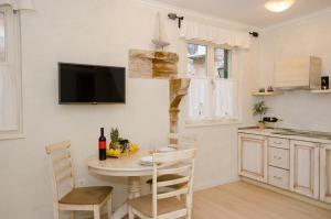 A kitchen or kitchenette at Casa Matteotti