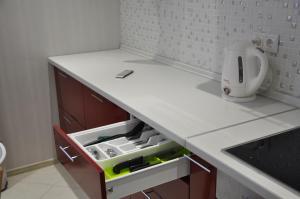 Кухня или мини-кухня в Crocus Residence