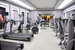 Gimnasio o instalaciones de fitness de Sunrise Holidays Resort -Adults Only