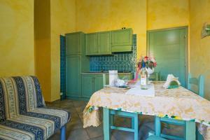A kitchen or kitchenette at Albergo Residenziale Gli Ontani