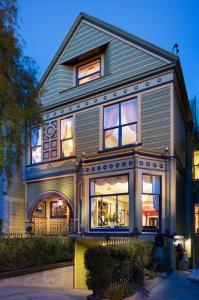The facade or entrance of Noe's Nest Bed and Breakfast