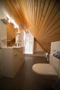 Salle de bains dans l'établissement Les Portes De L'Aubrac