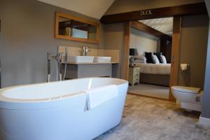 A bathroom at Briarfields Hotel