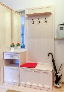 Кухня или мини-кухня в Miracle Apartment Old Arbat
