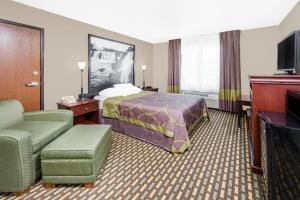 A room at Super 8 by Wyndham Bolivar