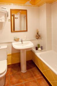 A bathroom at Hotel Rural Matsa