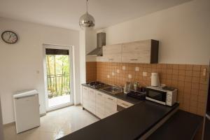 A kitchen or kitchenette at Apartamenty Biskupice