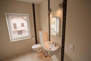 A bathroom at Apartamenty Biskupice