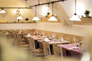 A restaurant or other place to eat at Suite Residence Seehof