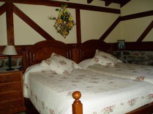 A bed or beds in a room at Casa Rural Erdikoetxe
