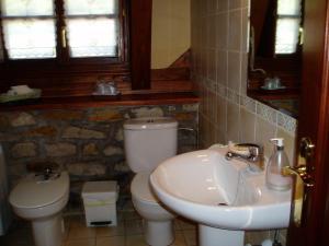 A bathroom at Casa Rural Erdikoetxe