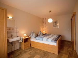 Ein Bett oder Betten in einem Zimmer der Unterkunft Holiday home in Medebach with Balcony