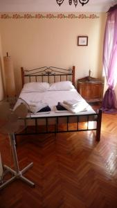 A bed or beds in a room at Casa di Rose