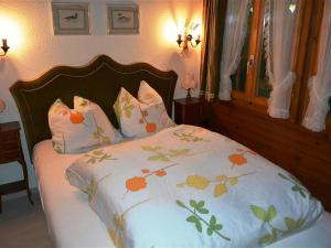 A bed or beds in a room at Apartment Abnaki- Chalet
