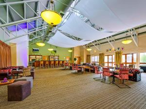 A restaurant or other place to eat at GN Ballykisteen Golf Hotel