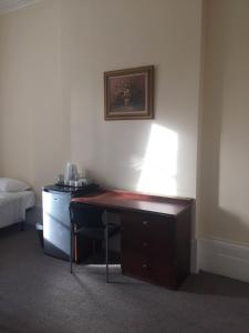 Télévision ou salle de divertissement dans l'établissement Central London Budget Hotel