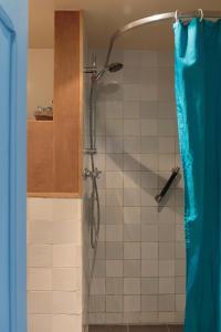 A bathroom at De Salon op Schiermonnikoog