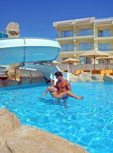 Басейн в Xperience Sea Breeze Resort або поблизу