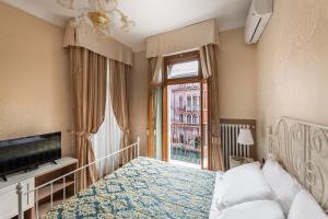 A room at Hotel Montecarlo