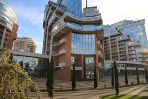Фасад или вход в Apartments on Krymskaya