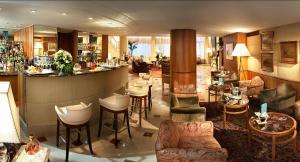 Loungen eller baren på Hotel Cavour