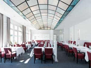 A restaurant or other place to eat at Seminaris Hotel Bad Boll