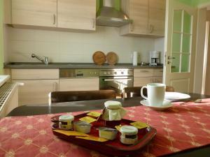 Кухня или мини-кухня в Ferienwohnung Sommer