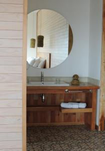 Um banheiro em Hotel Simple Patagonia