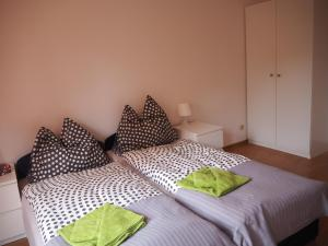 Łóżko lub łóżka w pokoju w obiekcie Apartament DOMINO