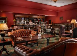 The lounge or bar area at Hotel Woodstock Ennis
