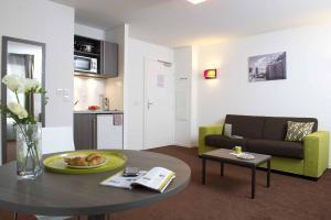A seating area at Aparthotel Adagio Access Nantes Viarme