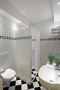 A bathroom at Hotel De Rustende Jager