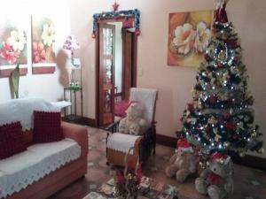 Uma área de estar em Casa das Palmeiras + Quiosque