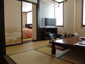 Een TV en/of entertainmentcenter bij Kosekiya Bekkan