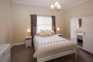 A bed or beds in a room at Sea La Vie