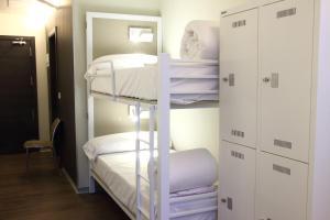 Letto o letti a castello in una camera di Poshtel Bilbao - Premium Hostel