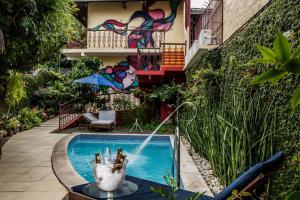 A piscina localizada em Pousada Baobá ou nos arredores