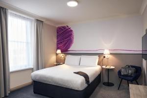 Cama ou camas em um quarto em Mercure Exeter Rougemont Hotel