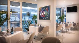 A restaurant or other place to eat at Rivalmare Boutique Hotel