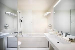 A bathroom at Rivalmare Boutique Hotel