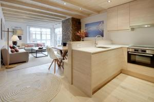A kitchen or kitchenette at Val de Ruda Luxe 40 by FeelFree Rentals
