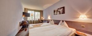 Ein Bett oder Betten in einem Zimmer der Unterkunft Geroldswil Swiss Quality Hotel