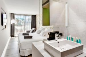 A bathroom at Barceló Teguise Beach - Adults Only