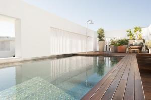 The swimming pool at or near Hotel Mercer Sevilla