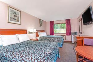 A bed or beds in a room at Days Inn by Wyndham Wurtsboro
