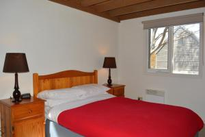 A bed or beds in a room at Gundy Lodge