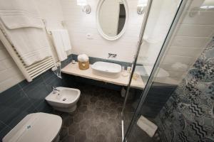 A bathroom at Romantica Salerno