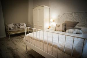 A bed or beds in a room at Romantica Salerno