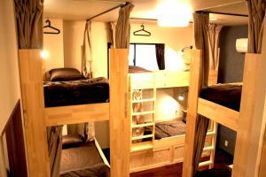 Funtoco Backpackers Namba (ファントコ バックパッカーズ ナンバ)にある二段ベッド