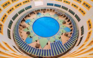 Uma vista da piscina em Millennium Hail Hotel ou nos arredores